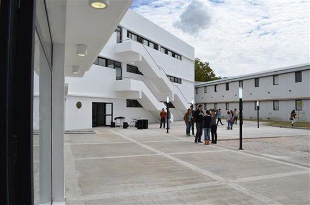 La directora del Bachillerato de Bellas Artes habla de las obras en la institución en el marco del inicio de la construcción del tercer piso del edificio.  Contacto Universitario/ AM 1390