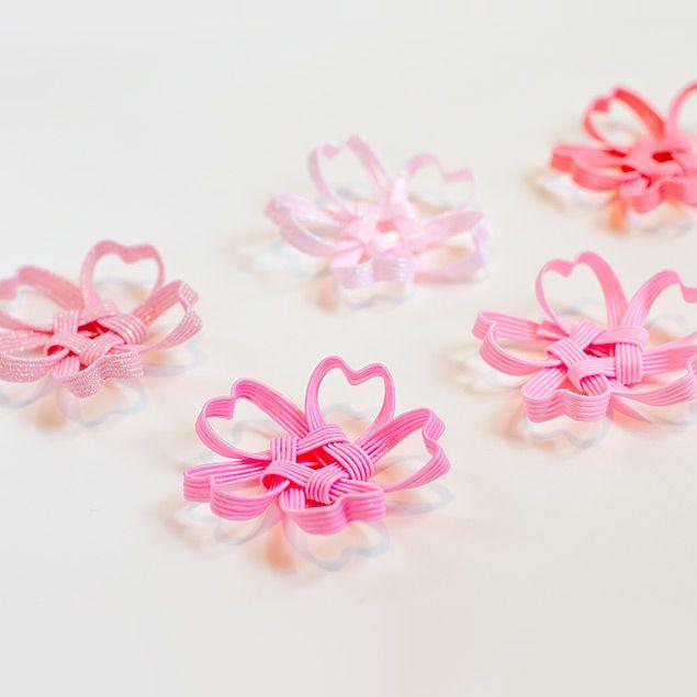 季節感たっぷりの桜の箸置きです。テーブルに花が咲いたように春の気分を味わえます。 立体的に作られており、季節を味わう和のインテリア小物として、お部屋に飾るのもおすすめです。 少しずつピンクの色味が違うので、たくさん並べると美しいピンクのグラデーションを楽しめます。52