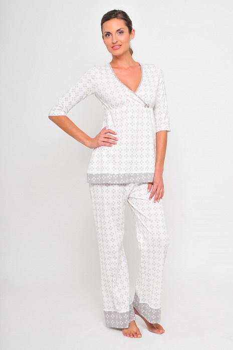 The Amelia Nursing 7 Maternity Pajamas by Kindred Bravely Nursing your home is easy and child-friendly with this maternity & nursing pajama set. Like other top sellers, it comes with a super stretchy fabric and is also quite comfortable.