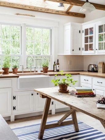 cozinha rustica com mesa de madeira
