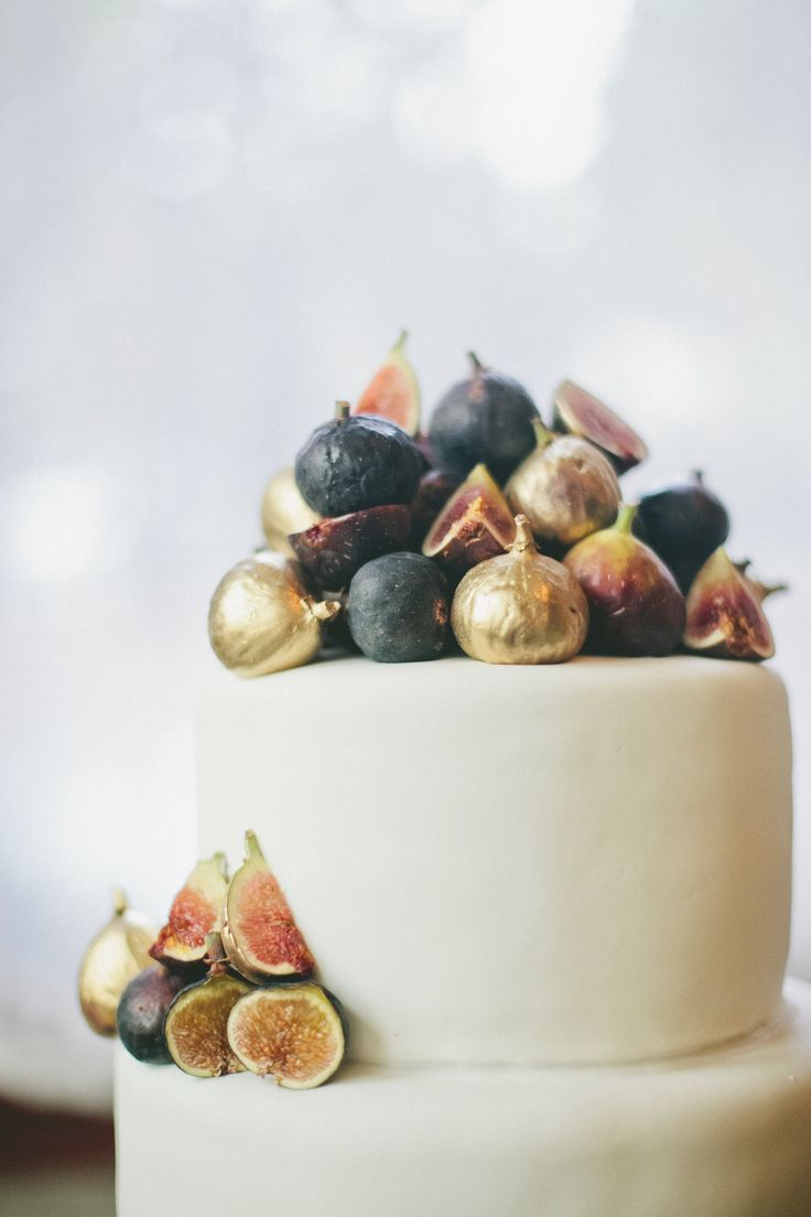a fig cake paired down to the prettiest of details #gold, #figs Photography: Onelove Photography - onelove-photo.com Read More: http://www.stylemepretty.com/2014/01/30/figs-gold-wedding-inspiration/