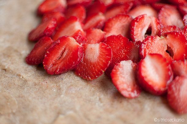 Strawberry galette | Strawberry ~I essential~ | Pinterest