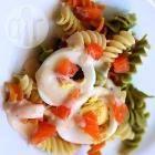 Foto recept: Pastasalade met gerookte zalm en ei
