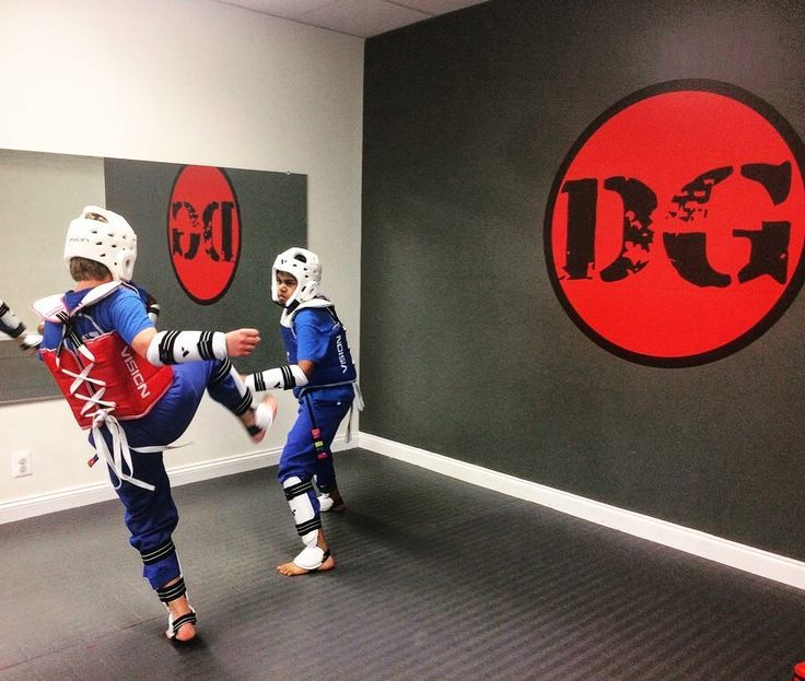 These kids mean business. #taekwondo #taekwondosparring #olympicsparring #tkd #kidsmartialarts #kidshealth #fitness #kidstagram #perseverance #kickinitsince73 #dragongymmainline #mainlinepa #mainline #malvern