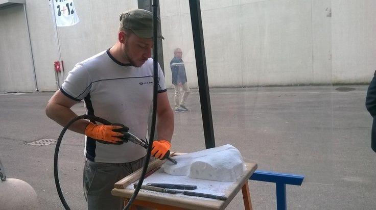 Davide al lavoro/Davis at work #sculptureTools  #sculptureSupply #tools #marble #stone #marmo #pietra #lavorazioneMarmo #arte #art #bellearti #fineart  #chisel #utensili