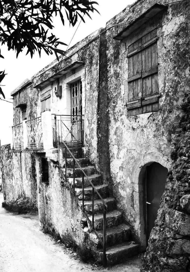 Old house. Black & White. Crete. Greece. Photo: http://se.pinterest.com/berggren_f