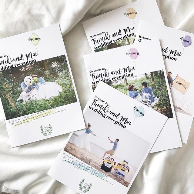 ご紹介が遅くなりましたが、9月挙式のお客様のプロフィールブック 当日の会場を彩るバルーンにちなんで、表紙も5種類に 花嫁様が手作りされた#ミニオン が可愛いです #wedding #tablesetting #プロフィールブック #ペーパーアイテム #結婚式 #プレ花嫁