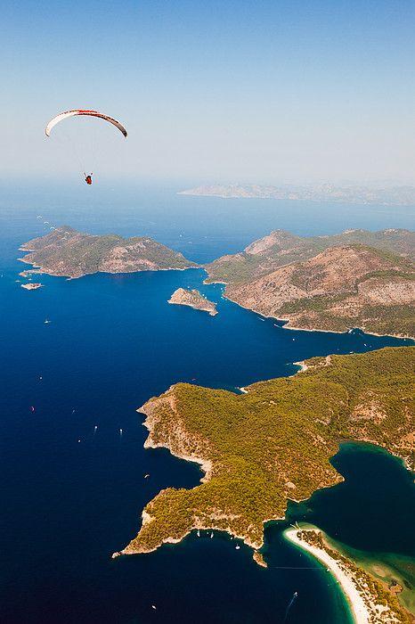 Aegean Sea Blues of Oludenzie n de Babadag Mountain is located in de Mugla Province, de South West Coast of Turkey