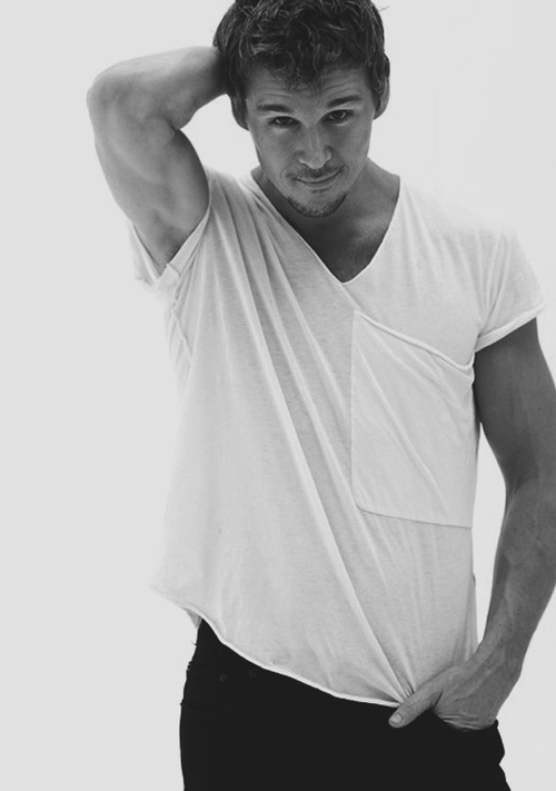 Happy Bday Ryan Kwanten **Again, don't know who he is but I'm in love..  :)
