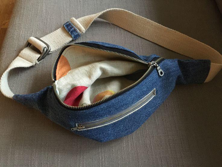 Mavetaske af recycled jeans og bælte med for af hørstof