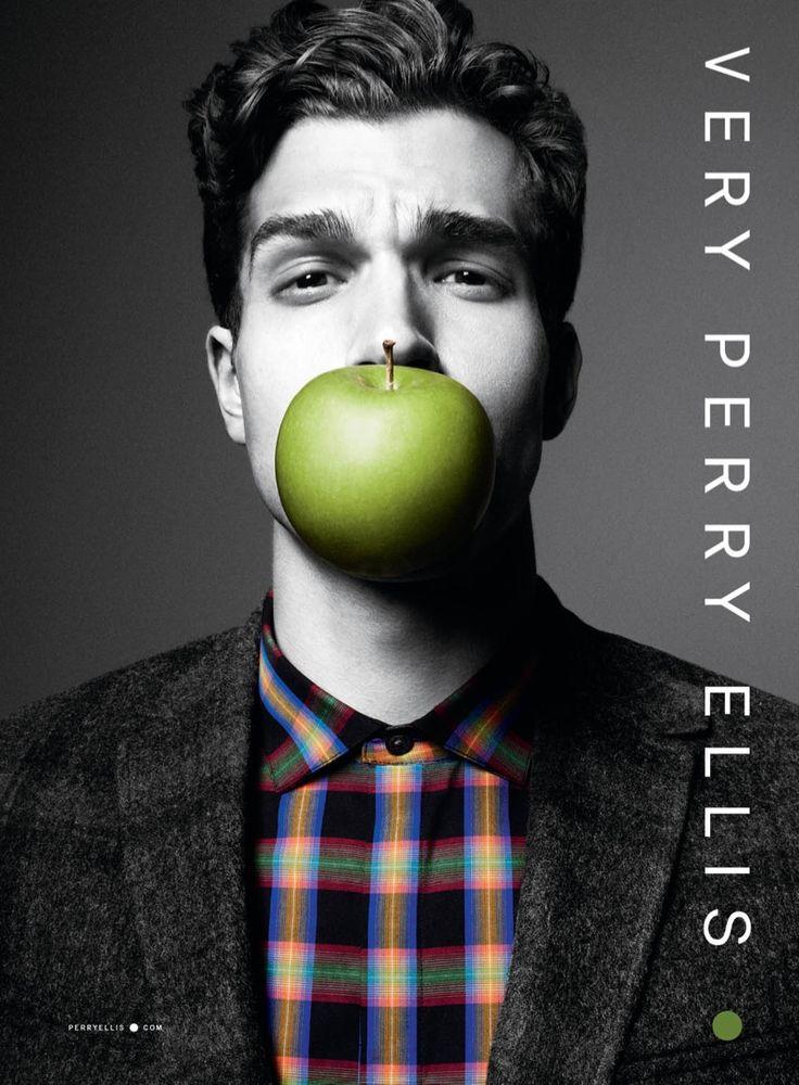 Perry Ellis chante la pomme Magritte-style - TPL