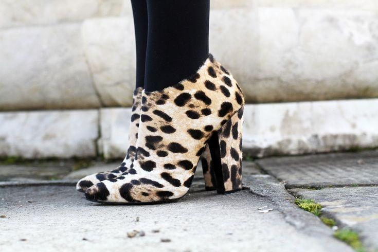 giuseppe zanotti scarpe leopardate    Leopard shoes and a orange coat    #coat #orange #zanotti #giuseppezanotti #aspesi #fashion #blogger #outfit  #look    www.ireneccloset.com