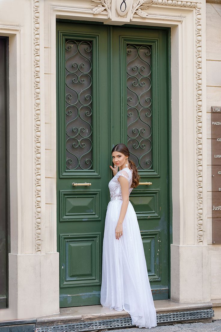 Being a bride on the streets of Nice, France, today on my blog: http://larisacostea.com/2017/10/bride-in-nice/