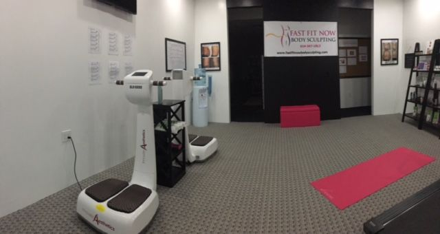 Slimmer Now Body Sculpting located in Gahanna Ohio is committed to helping you lose fat, look great and feel your best with the newest Lipo Light technology.  614-347-1813