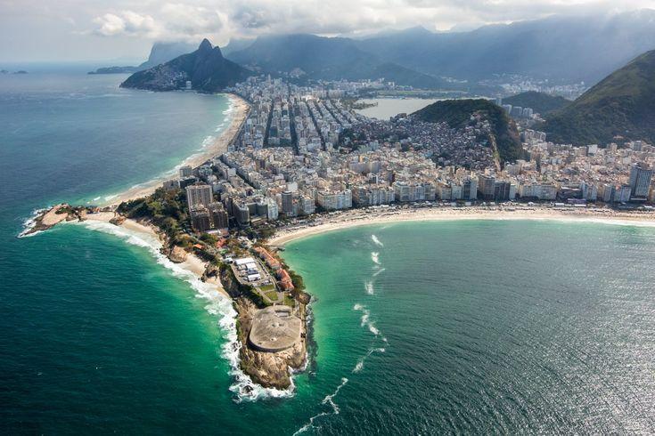 Trecho mostra a divisa entre Ipanema e Copacabana. A região do início da praia de Copacabana será palco da maratona aquática e da natação do triatlo. Na Praia de Copacabana, ao fundo, serão disputadas as provas de maratonas aquáticas e triatlo, além do vôlei de praia e da largada do ciclismo de estrada.