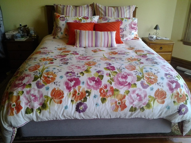 Ayaki from Lorraine Lea Linen.  Ayaki is 100% cotton and flowers on one side and stripes on the other  Comes in Single through to King.  Shona has teamed it with Tango in Orange - thanks for sharing Shona