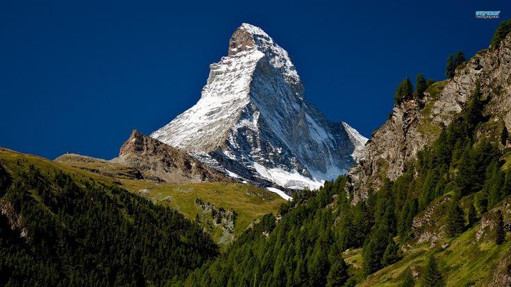 n Findeln Village, looking up to the Matterhorn フィンデルン村からの