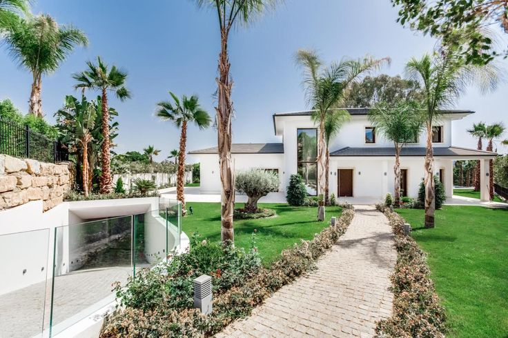 FOR SALE: Outstanding Brand New Modern Frontline Golf Villa in Nueva Andalucía https://butterflyresidential.com/en/show/sale/28488/  Property Features:  • Sauna • Turkish Bath • Gymnasium, • Infinity Swimming Pool  • Elevator
