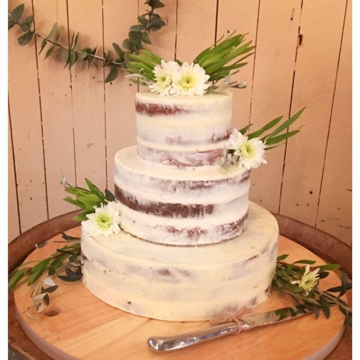 Rustic Daisy Wedding Cake