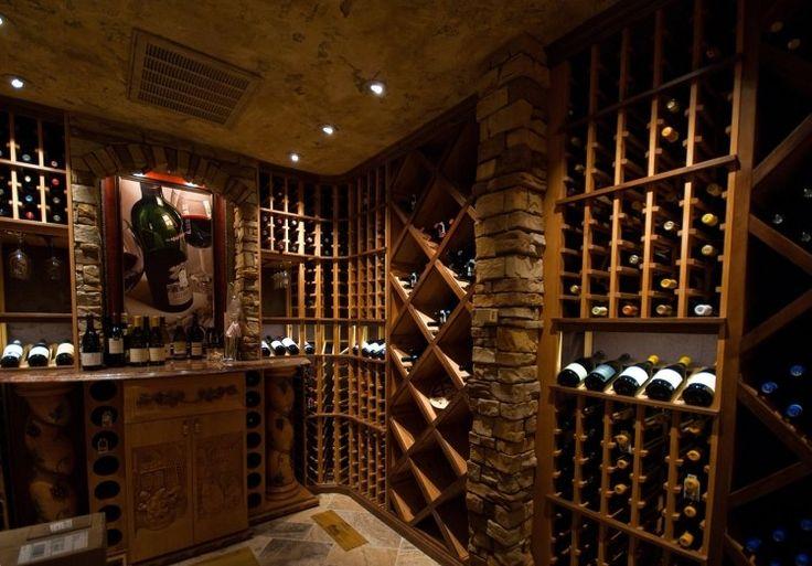 cave à vin à la maison avec casiers et bar de dégustation