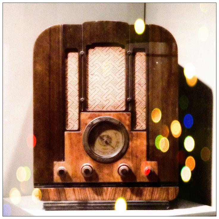 Hoy es el Día Internacional de la Radio. Sabías que la primera transmisión de radio en #Monterrey #NuevoLeón se hizo el 9 de octubre de 1921 por Constantino de Tárnava. / Crédito de pieza: Radio RCA-VICTOR / Madera / Hacia 1920 / CONACULTA-INAH / #radio #historia #escuchar #oir #música #locución #conocimiento #radioescuchas