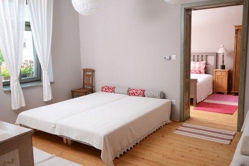 A Molnármester apartman másik hálószobája. /  The other bedroom in Miller's Home. #homedecor #vintage