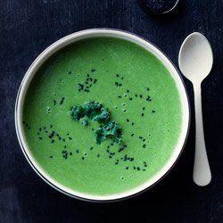 Zupa z jarmużu i zielonego groszku | Kwestia Smaku