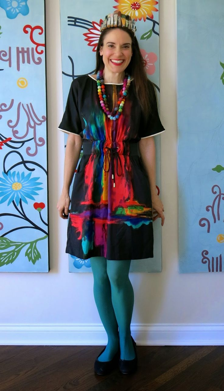 Cassie Stephens: What the Art Teacher Wore #136 - I need to find this dress.  It's totally me.