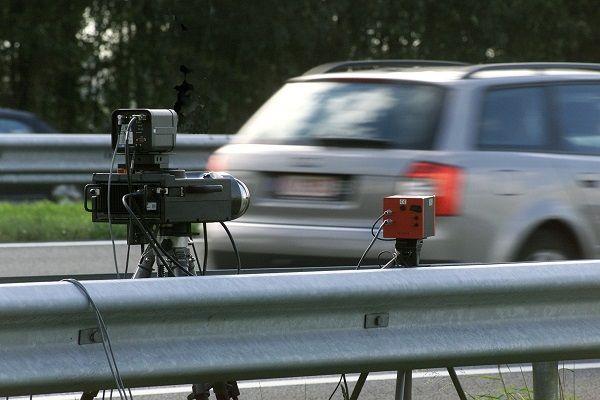 Veel automobilisten hebben er een bloedhekel aan. Voor hen is er goed nieuws: Flitscontroles behorenbinnenkort definitief tot het verleden. Dankzij een nieuwe vindingworden de flitscontroles overbodig. De politie gebruikt nu verschillende methodes om de snelheid van voorbijrazende auto's te controleren. Er zijn trajectcontroles, vaste radarinstallaties en mobiele controles.Het Duitse bedrijf BlitzKontrolkomt met een nieuwe vinding, die al deze traditionele controlepunten [...]