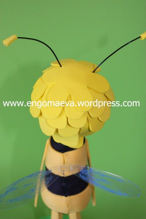 Maya Bee, detail back hair and wings    ---    Abeja Maya, detalle espalda, pelo y alas
