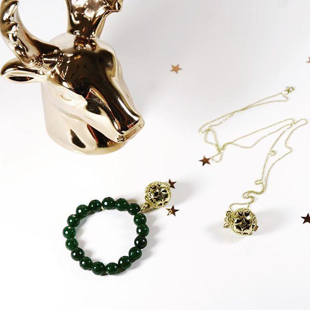 Świąteczny prezent, którego Twoja żona, mama, siostra, przyjaciółka, a może teściowa się nie spodziewa? Zaskocz ją pachnącą biżuterią od Messh  Biżuterię zapakujemy w piękną, drewnianą szkatułkę, która utrzyma woń perfum na wiele miesięcy po Świętach. Do kupienia na Messh.pl #messh#christmas#gift#jewelry#perfumed#pachnaca#biżuteria#finejewelry#goldpendant#chain#madeinpoland#handmade#specialgift#silver#gold#christmasideas#followus#shoponline