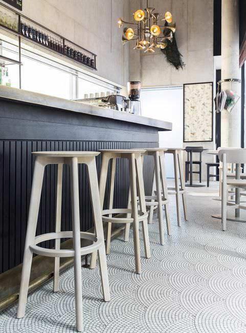 Tabouret de bar / contemporain / en bois massif / tapissé - 1.3 by Kihyun Kim - ZEITRAUM