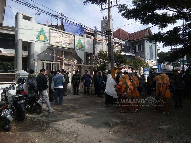 Inilah Suasana Rumah Duka KH Ahmad Hasyim Muzadi https://malangtoday.net/wp-content/uploads/2017/03/Ponpes-KH-Ahmad-Hasyim-Muzadi.jpg MALANGTODAY.NET – Warga mulai berdatangan untukk menyampaikan duka cita atas meninggalnya KH Ahmad Hasyim Muzadi. Warga berduyu-duyu memasuki komlek pondok Al Hikam, jalan Cengger Ayam 14, Kota Malang. KH Ahmad Hasyim Muzadi meninggal dunia sekitar pukul 06. 15 menit, setelah menjalani... https://malangtoday.net/malang-raya/kota-malang/in