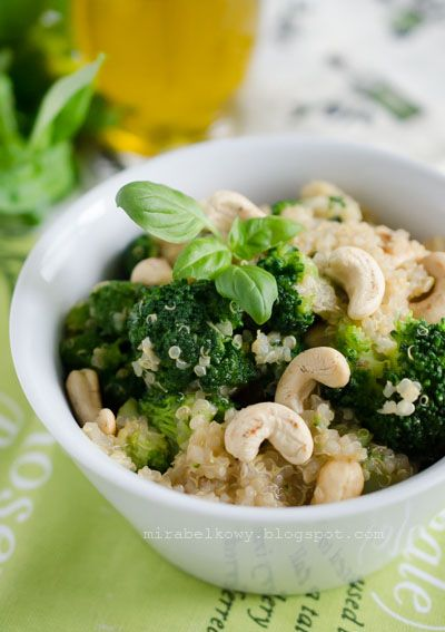 OBIAD: Quinoa z brokułami i orzechami nerkowca