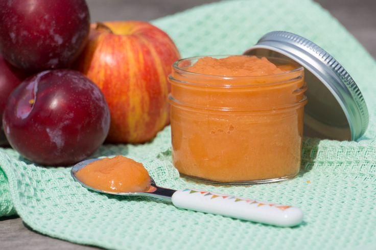 Waarom appelmoes maken als je pruimen appelmoes kunt maken. Een zuurdere variant die lekker is als bijgerecht of als oefenhapje voor je baby.