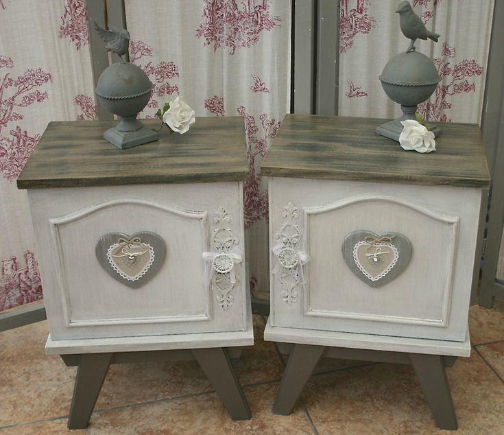 2 ravissantes tables de chevets ou bouts de canapés stylisée patinée
