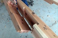 Japanese Master Craftsmen Dry Fitting Huge, Insanely Complicated Wood Joints…