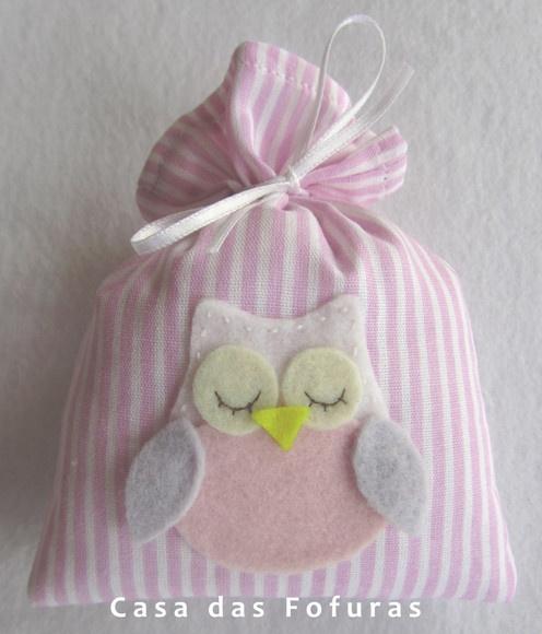 Sachê Corujinha, em tecido estampado com aplique em feltro. Ideal para ser usado como lembrancinha de maternidade ou aniversário.