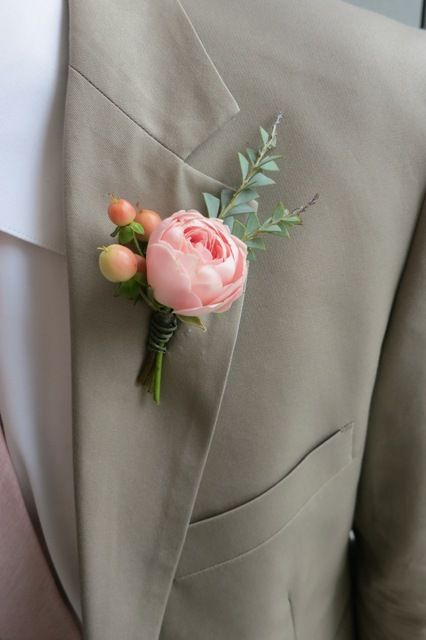 How to Pin a Boutonniere, including video. By Pollen pollenfloraldesign.com