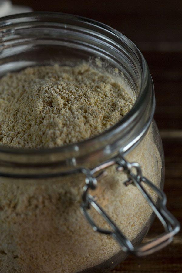 La harina de garbanzos (besan) es harina fina hecha con garbanzos molidos, muy apreciada en la cocina hindú, en la que podemos encontrar multitud de platos con este ingrediente como protagonista. Tamb