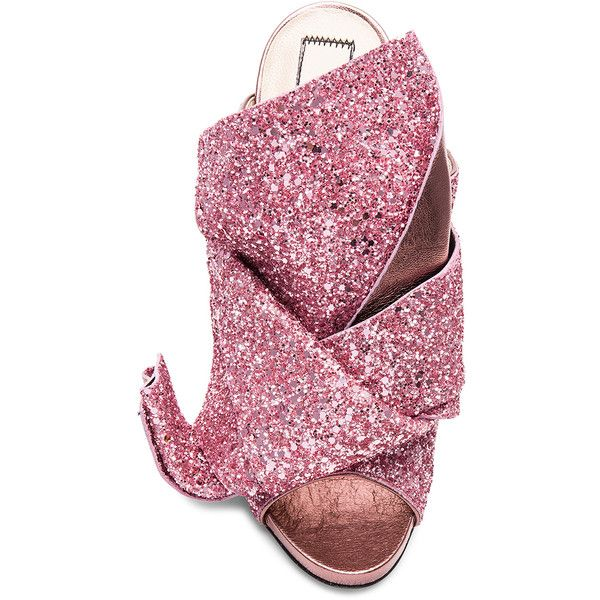 No. 21 Bow Glitter Heel (€620) ❤ liked on Polyvore featuring shoes, glitter high heel shoes, glitter shoes, pull on shoes, glitter slip on shoes and slip-on shoes