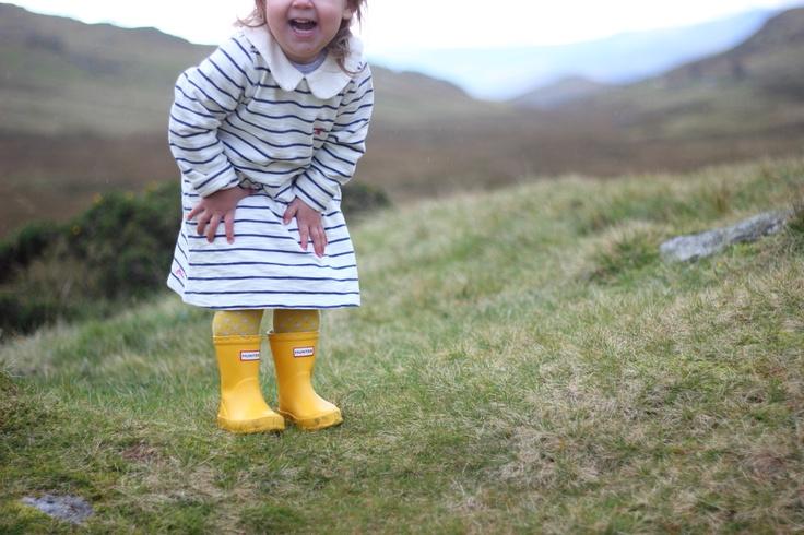Baby style - streepjes en gele laarzen.