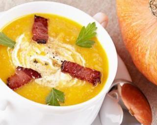 Soupe de potimarron et viande des Grisons : http://www.fourchette-et-bikini.fr/recettes/recettes-minceur/soupe-de-potimarron-et-viande-des-grisons.html