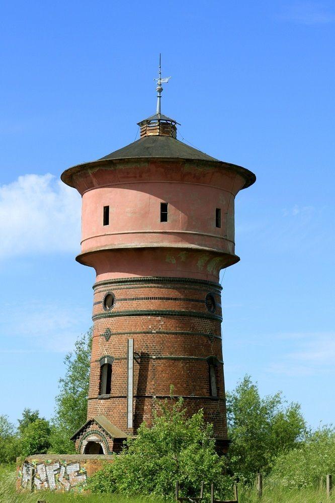 Kolejowa wieża ciśnień w Trzebiatowie wybudowana w 1906 roku. Wyłączona z eksploatacji w 1990 roku.