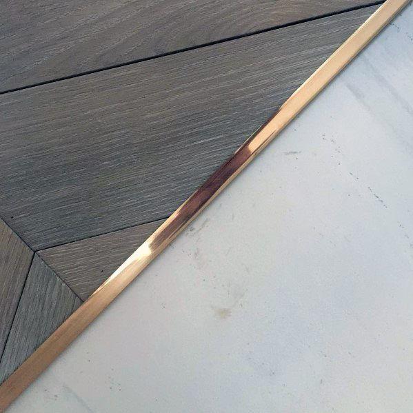Ideen-Inspirations-Fliese zum Holzfußboden-Übergang entwirft Goldbarren-Teiler