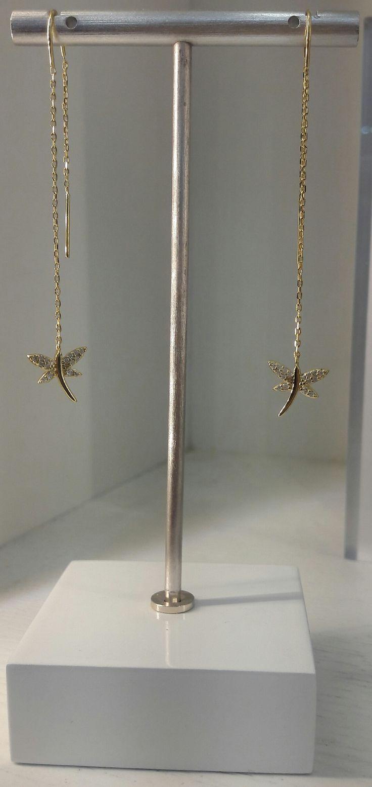 Aros de Plata con baño de Oro 18K y motivo de libélula, ideales para que luzcas hermosa!!! #aros #jewelry #joyeria #plata #bañodeoro #beautiful