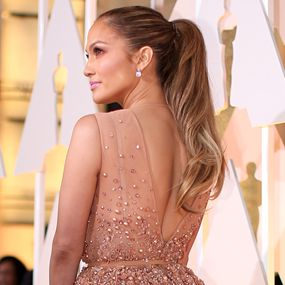 Oscars 2015 Best Looks - Jennifer Lopez - Golden Ponytail http://hairello.com/blog/best-looks-from-the-oscars-2015/