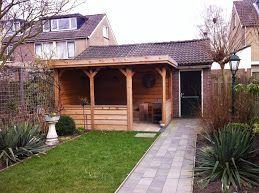 Prieeltje in Gouda in een kleine tuin.