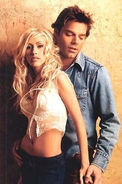 They actually look so beautiful together! (Christina Aguilera and Ricky Martin - Nobody Wants To Be Lonely, 2001).
