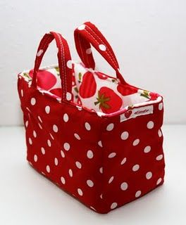 tutorial for a really cute little tote.